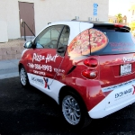 8_pizzahut_smartcar_vehiclewrap_iconography