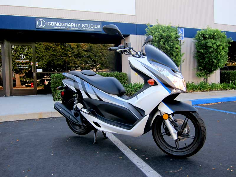 4_competitionmotorsports_scooter_partialwrap_iconography